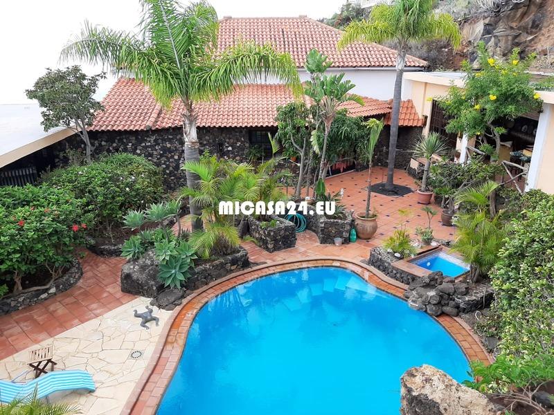 NH-102021 - Gelegenheit !! Traumvilla mit einzigartigem Meerblick, Pool und 2 Gästewohnungen.