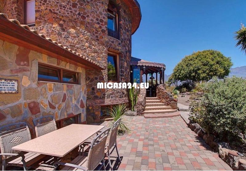 NH-072021 - Charmante Villa mit zusätzlichem Gästehaus und Ackerland. Tolle Investition